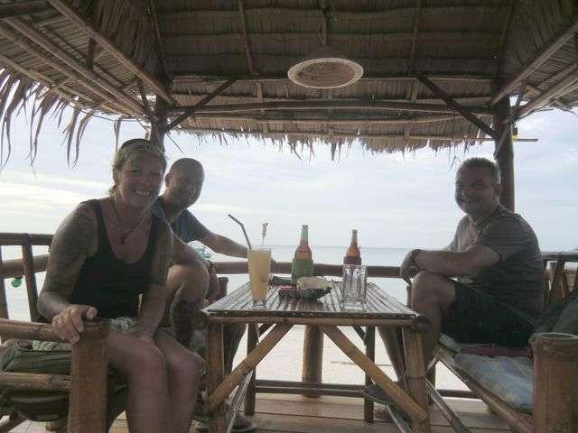 Auf der Terrasse am Meer. Klasse Ambiente um Fisch zu essen !!!!