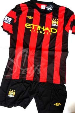 Beberapa Kostum Terbaru Club Liga Inggris 2011
