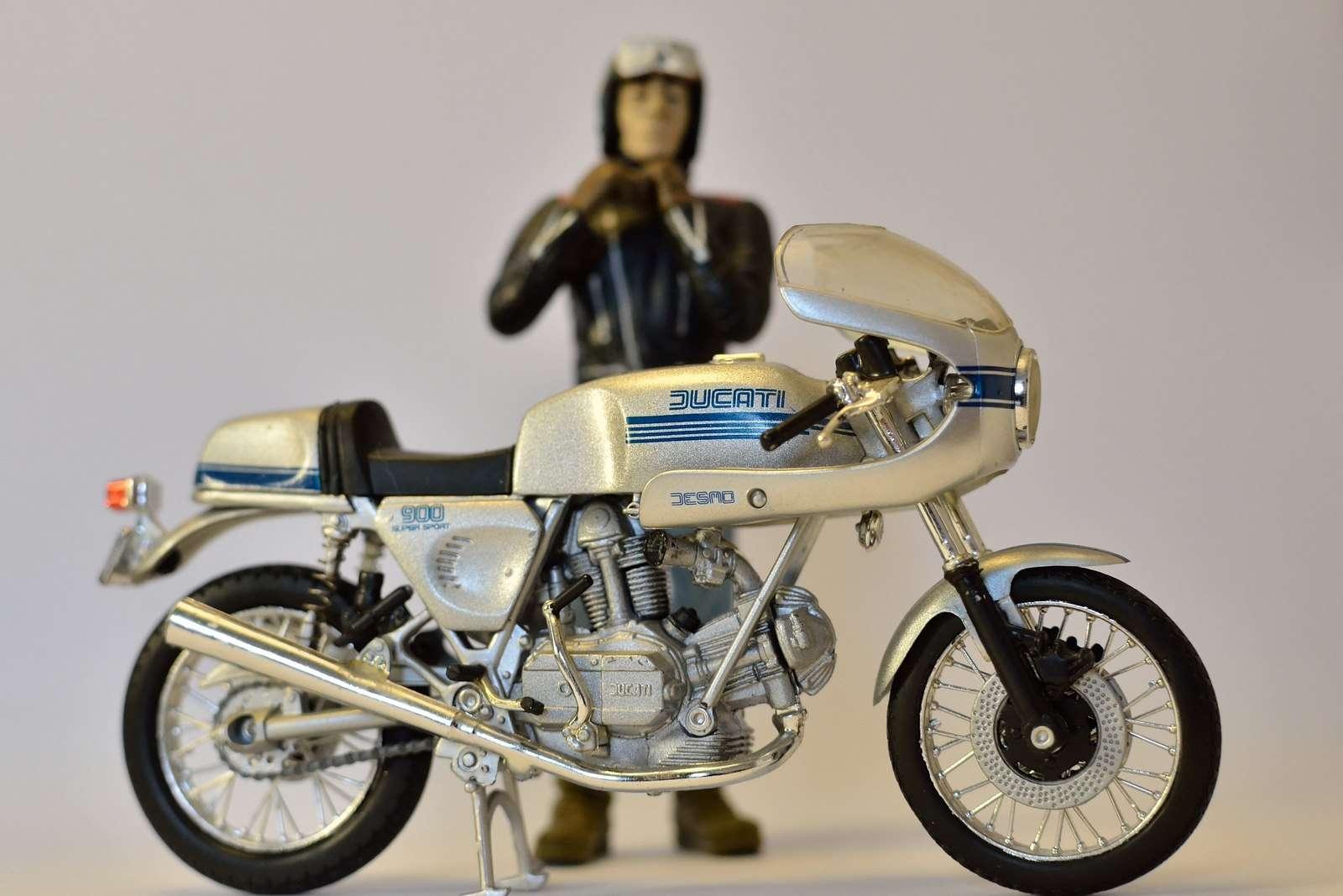 maquette moto bmw ancienne. Black Bedroom Furniture Sets. Home Design Ideas